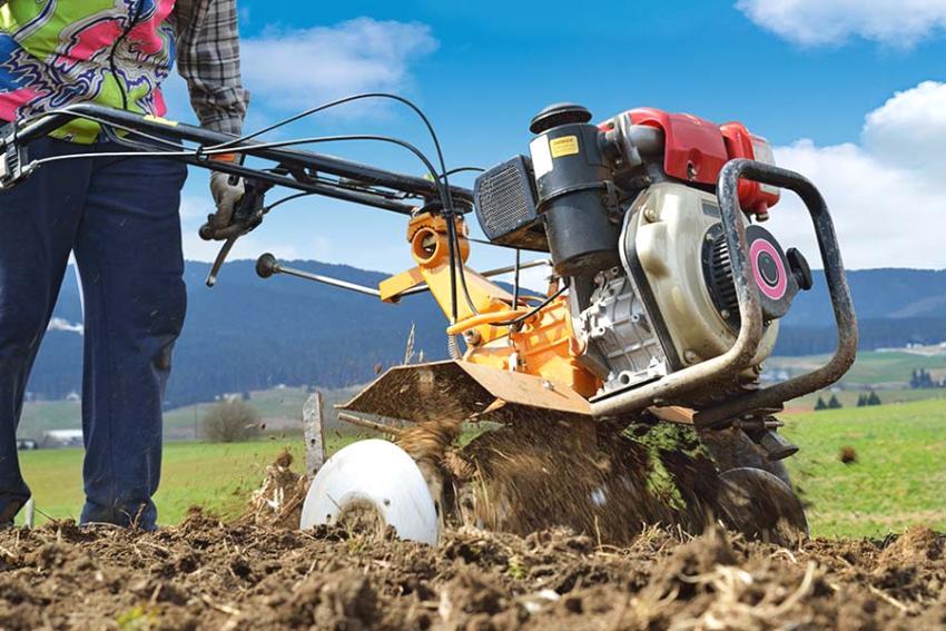 обработка земли весной